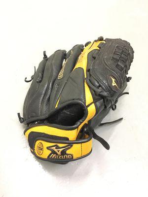 Baseball glove for Sale in Atlanta, GA