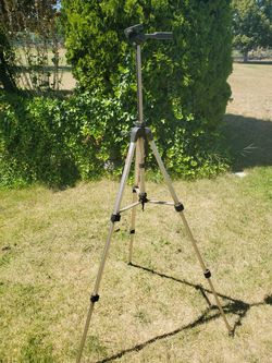 Suripak 6464 camera tripod for Sale in Selah,  WA