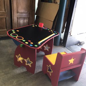 Kids Desk And Chair for Sale in Los Angeles, CA