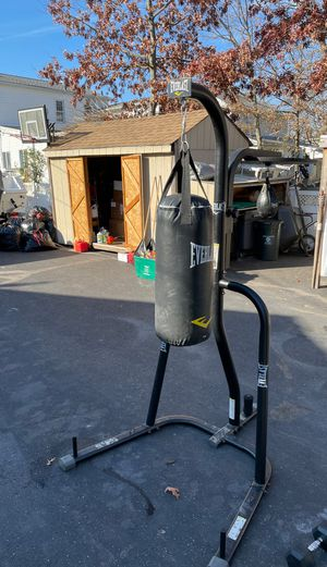 Everlast body bag stand for Sale in Wantagh, NY