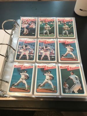 Binder of 1989 Topps baseball cards(around 670) for Sale in Houston, TX