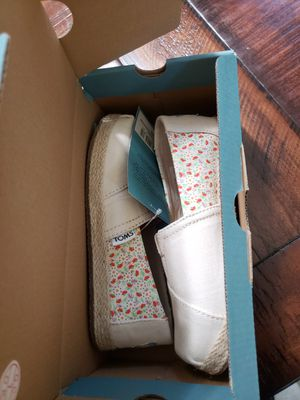 Toms shoes girl size 13 new in box for Sale in San Diego, CA