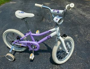"""Girls Giant """"Puddn16"""" Bike w/training wheels for Sale in Ontarioville, IL"""