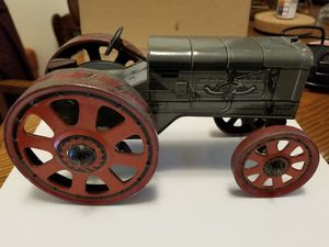 FORDSON 1925 ORIGINAL ANTIQUE WIND-UP TRACTOR IN GOOD WORKING CONDITION $750. for Sale in Richmond, VA