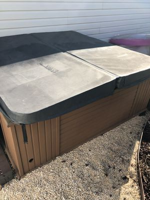 Polynesian hot tub for Sale in Queens, NY