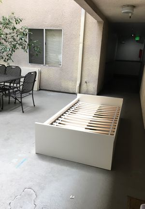 Twin bed for sale. Moving out sale for Sale in Los Angeles, CA