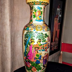 Large Chinese Vase for Sale in Cayce, SC