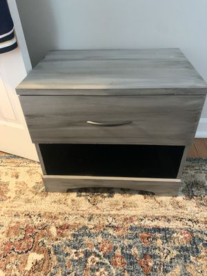 Night stand/end table for Sale in Alexandria, VA