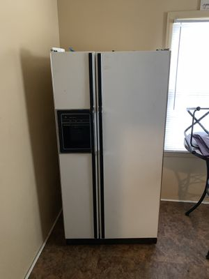 MUST GO TODAY ! Fridge, Stove, Kitchen Table for Sale in Detroit, MI