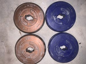 Concrete weight set 4.4lb x 4, 6.5lb x 6, 8.8lb x 7 And a bar total of 118.2 lbs for Sale in Upper Marlboro, MD