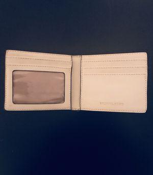MICHAEL KORS WHITE LEATHER CARD HOLDER for Sale in Houston, TX