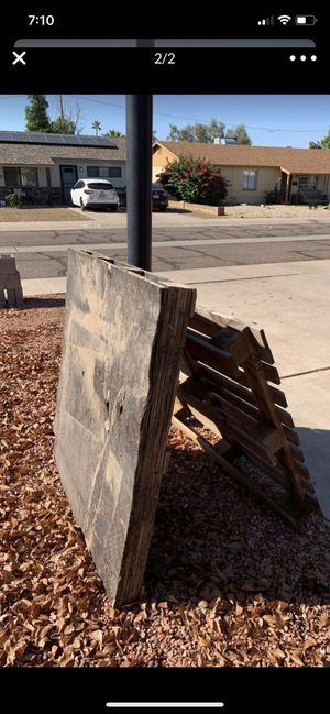 (One) FREE WOODEN PALLET for Sale in Phoenix, AZ