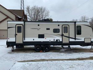 2018 Travis trailer hideout by keystone sleeps 10 with bunk beds for Sale in Lewis Center, OH