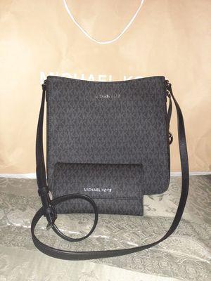 Michael Kors Black Messenger Bag Set for Sale in Colton, CA