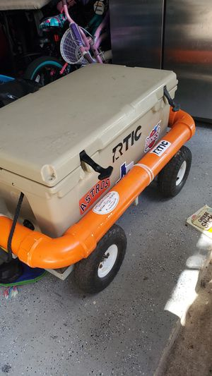 Floatable device for cooler. for Sale in Tomball, TX