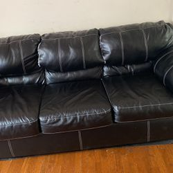 Couch W Matching Love Seat 2 Couches for Sale in Columbus,  OH