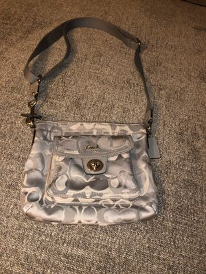 Grey authentic Coach messenger bag like new! No stains, rips, tears etc $30 p/u *additional pics sent upon request for Sale in Riverside, CA
