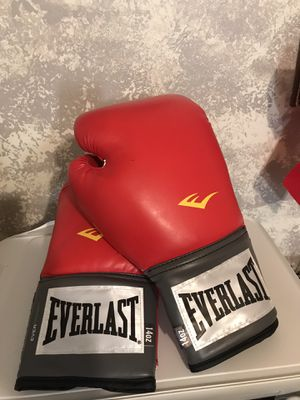 Everlast 14oz boxing gloves for Sale in Lexington, KY