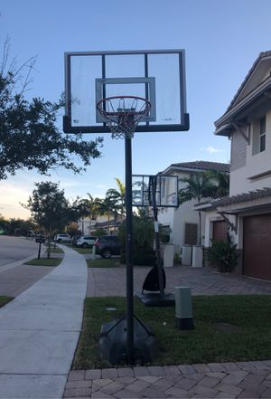 Lifetime Elite series shatter proof adjustable basketball hoop for Sale in FL, US