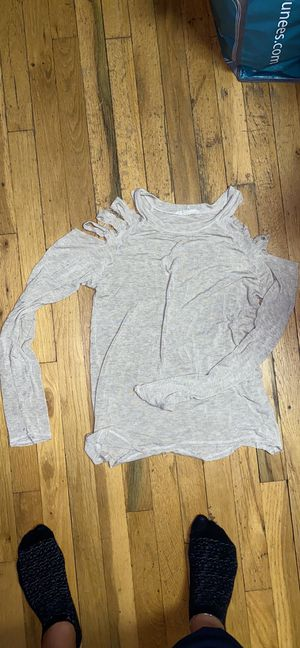 Distressed cold shoulder top for Sale in Queens, NY