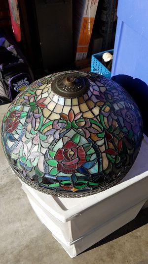 Vintage Tiffany Style Lamp, good condition, needs electrical work (has short) $120 for Sale in Pico Rivera, CA