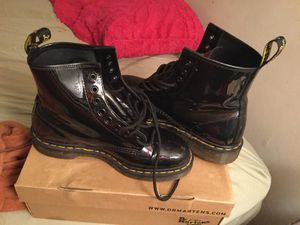 1460 BLACK PATENT LAMPER DR. MARTENS MENS SIZE 8 WOMENS SIZE 9 for Sale in Essex, MD