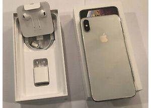 Factory unlocked silver iPhone XS Max 512gb for Sale in Babylon, NY