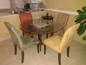 "STILL AVAILABLE!! NO HOLDS!!! DINING SET TABLE AND FOUR CHAIRS * IF YOU DONT INTENT PICK UP DON'T CONTACT ME"" AND NO HOLDS for Sale in Pompano Beach, FL"
