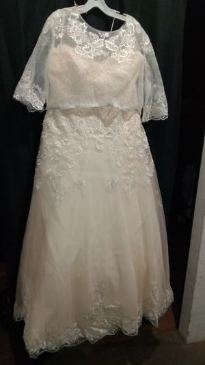 Beaded Lace & Tulle Ball Gown Wedding Dress for Sale in Henderson, NV