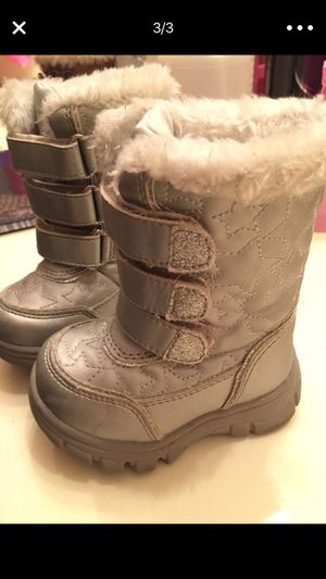 Toddler snow boots for Sale in Dallas, TX