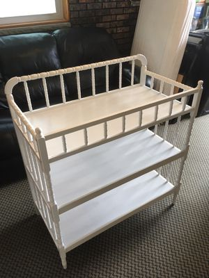 White Baby Changing Table w/ Mattress Pad for Sale in Staten Island, NY