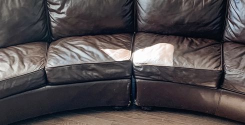 Brown Leather Couch for Sale in Gallatin,  TN