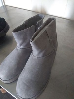 Grey boots size 10 never used for Sale in Cheektowaga, NY