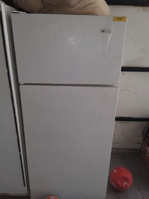White Westinghouse Refrigerator for Sale in Kingsport, TN