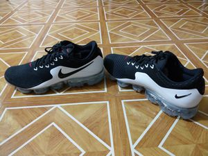 Nike Air Vapormax (SIZE 10) for Sale in Queens, NY