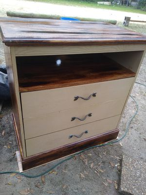 Nice wood TV stand W/ drawers for Sale in Milton, FL