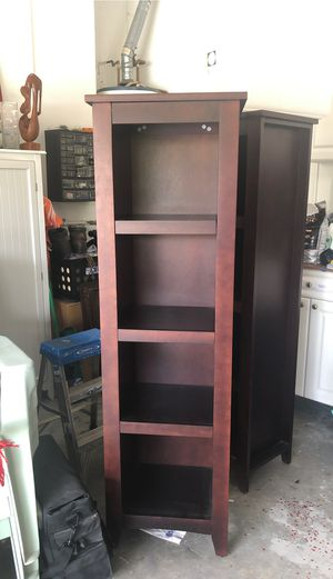 2 wood bookshelves for Sale in Pembroke Pines, FL