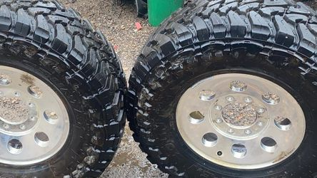 Chevy Or Ford 35x12.50R17 LT for Sale in Grand Prairie,  TX