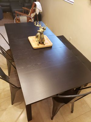 6 person dining table with chairs and bench for Sale in Miami, FL