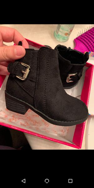 Baby girl boots new for Sale in Bakersfield, CA