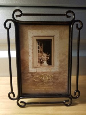 New Picture Frame Fetco Home Decor 5x7 Frame with Stand. Vertical Photos Horizontal Photo Frame for Sale in Los Angeles, CA