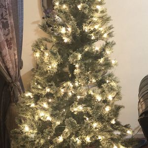 Christmas Tree Size 8ft for Sale in Smyrna, TN