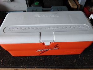 Rubbermaid chest cooler for Sale in River Forest, IL