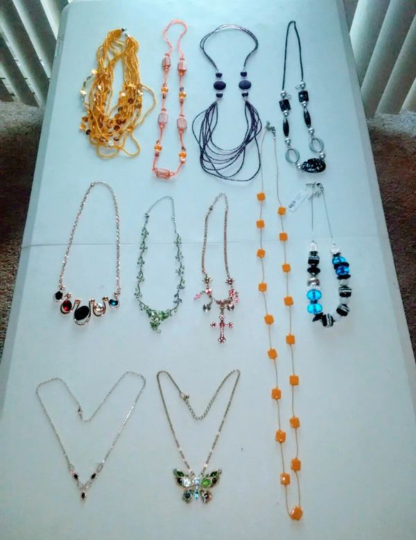 11 Beautiful Necklaces , price for all ( excellent condition )
