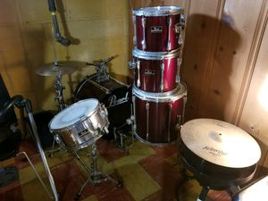 Mahogany Five piece pearl export drum set for Sale in Baltimore, MD