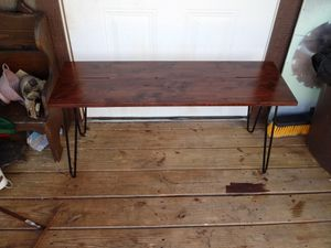 Small coffee table for Sale in Easley, SC