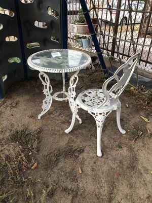 Silla y mesita en muy buenas condiciones for Sale in Los Angeles, CA