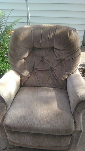 Brown used recliner good shape for Sale in Peoria Heights, IL