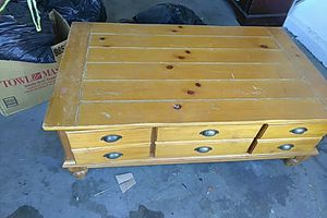 Coffee table very sturdy very heavy for Sale in Las Vegas, NV