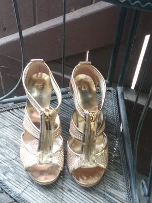 Michael Kors gold high heels size 6 1/2 for Sale in Fresno, CA